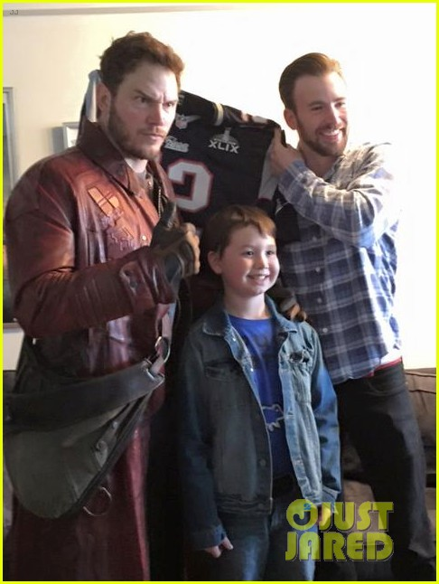 chris pratt makes good on super bowl bet 013297373