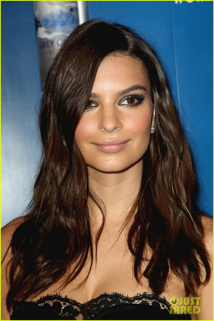 Emily Ratajkowski Glammed Up NYC for Grammys Viewing Party