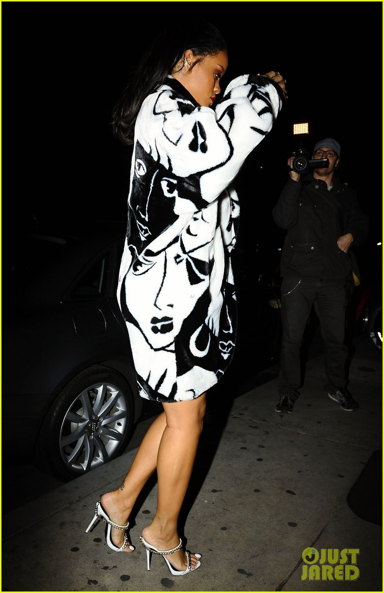 rihanna takes her niece to her favorite restaurant 163301786