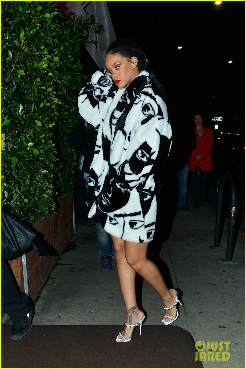rihanna takes her niece to her favorite restaurant 193301789