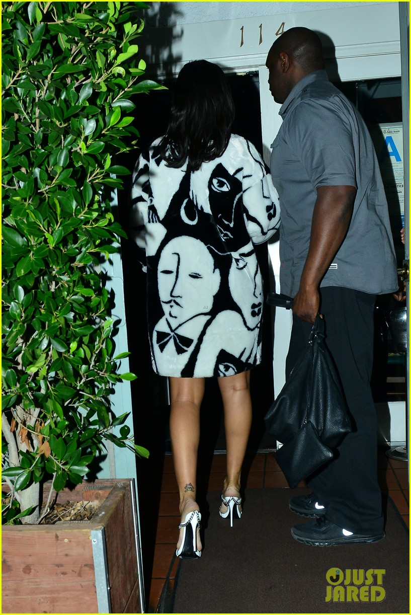 rihanna takes her niece to her favorite restaurant 223301792