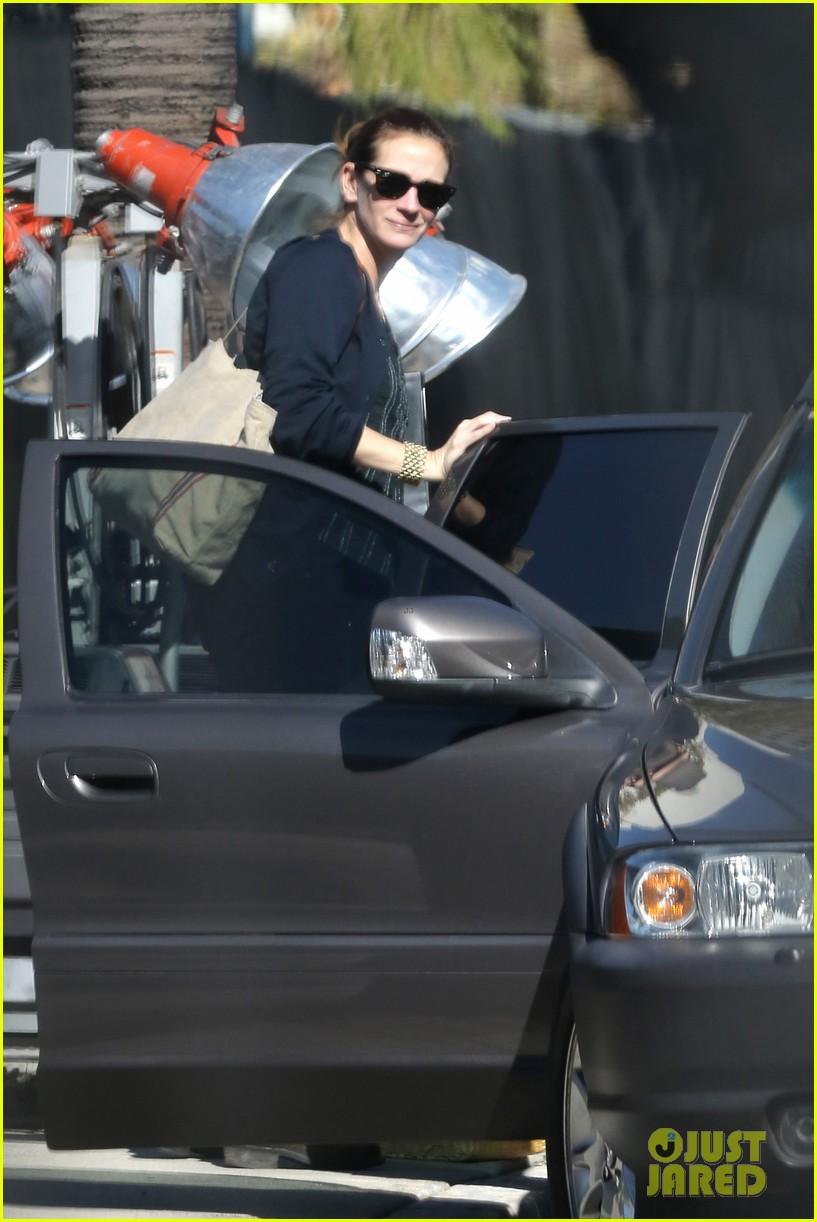 julia roberts danny moder kiss on set 063298186