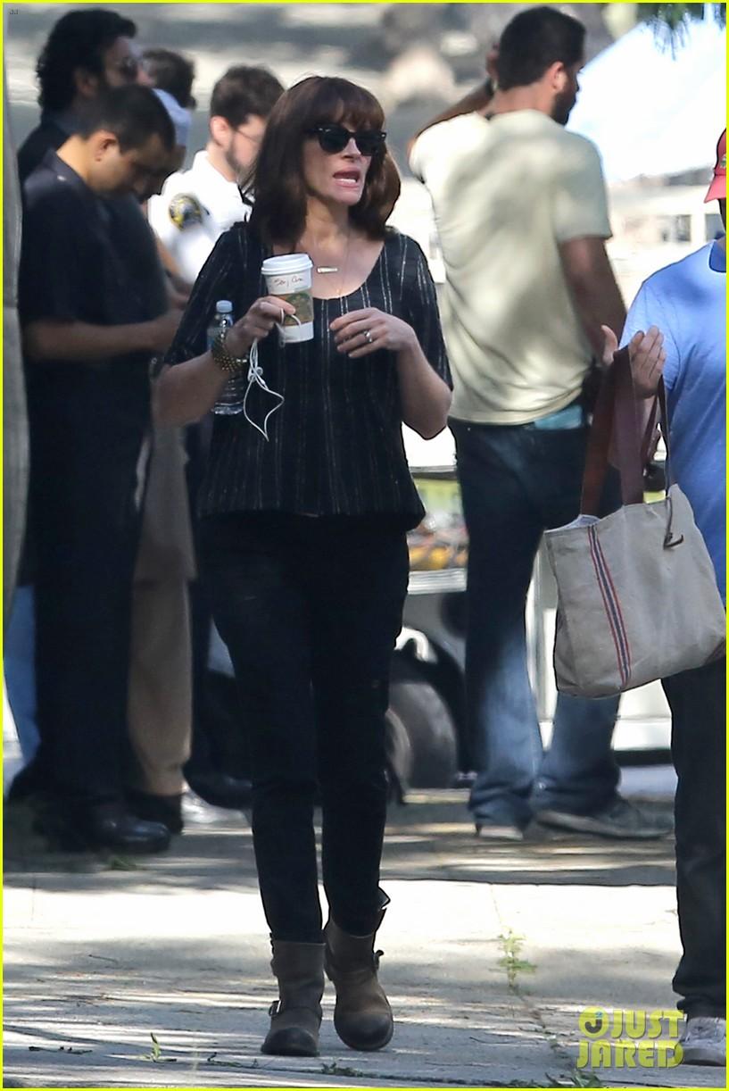 julia roberts danny moder kiss on set 303298210