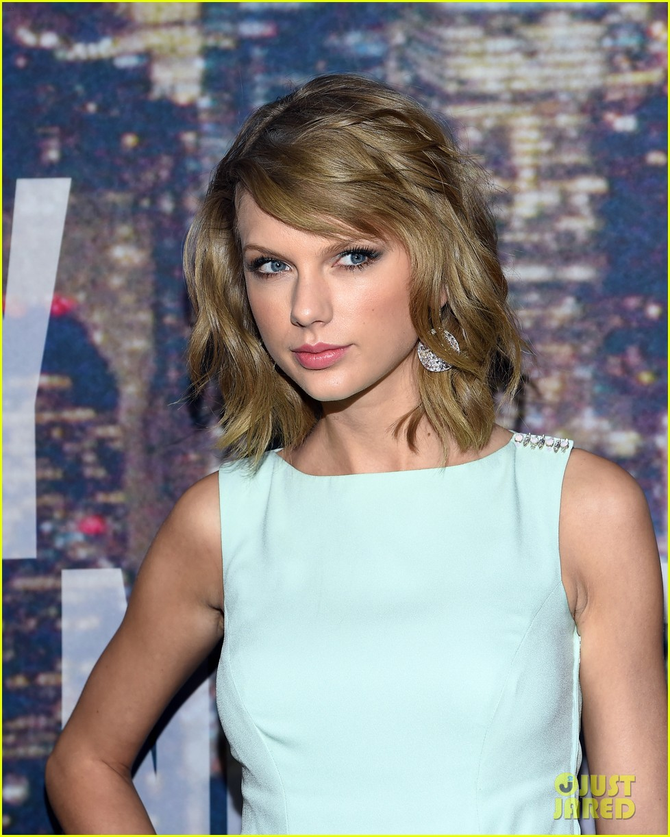 taylor swift snl 40 red carpet 04