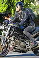 justin theroux rides motorcycle around town 02