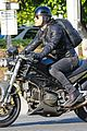 justin theroux rides motorcycle around town 06