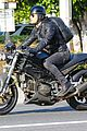 justin theroux rides motorcycle around town 10