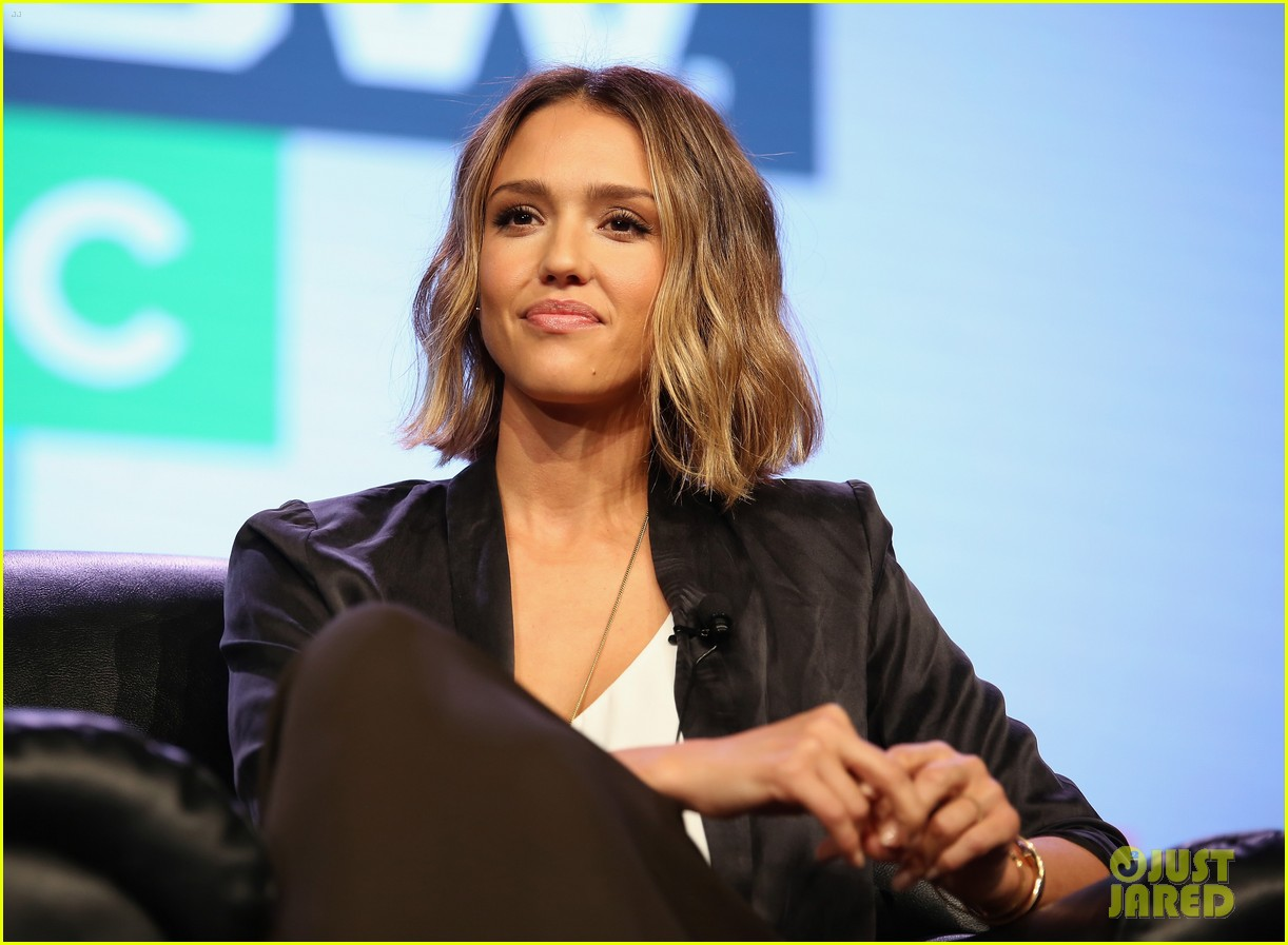 Jessica Alba Shows Off Her New Bob Haircut During Honest Discussion At Sxsw Photo 3326638 2015 Sxsw Jessica Alba Pictures Just Jared