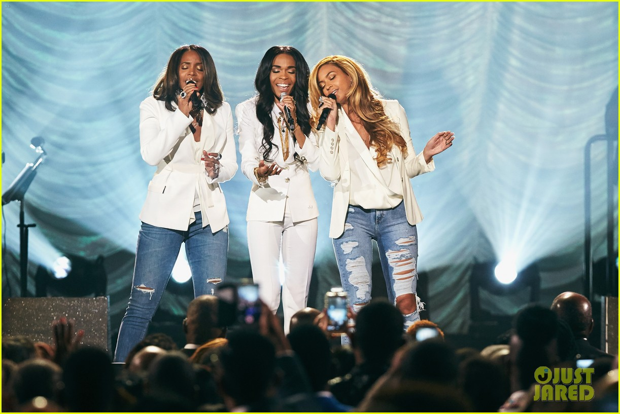 beyonce has a destinys child reunion for say yes 013336875
