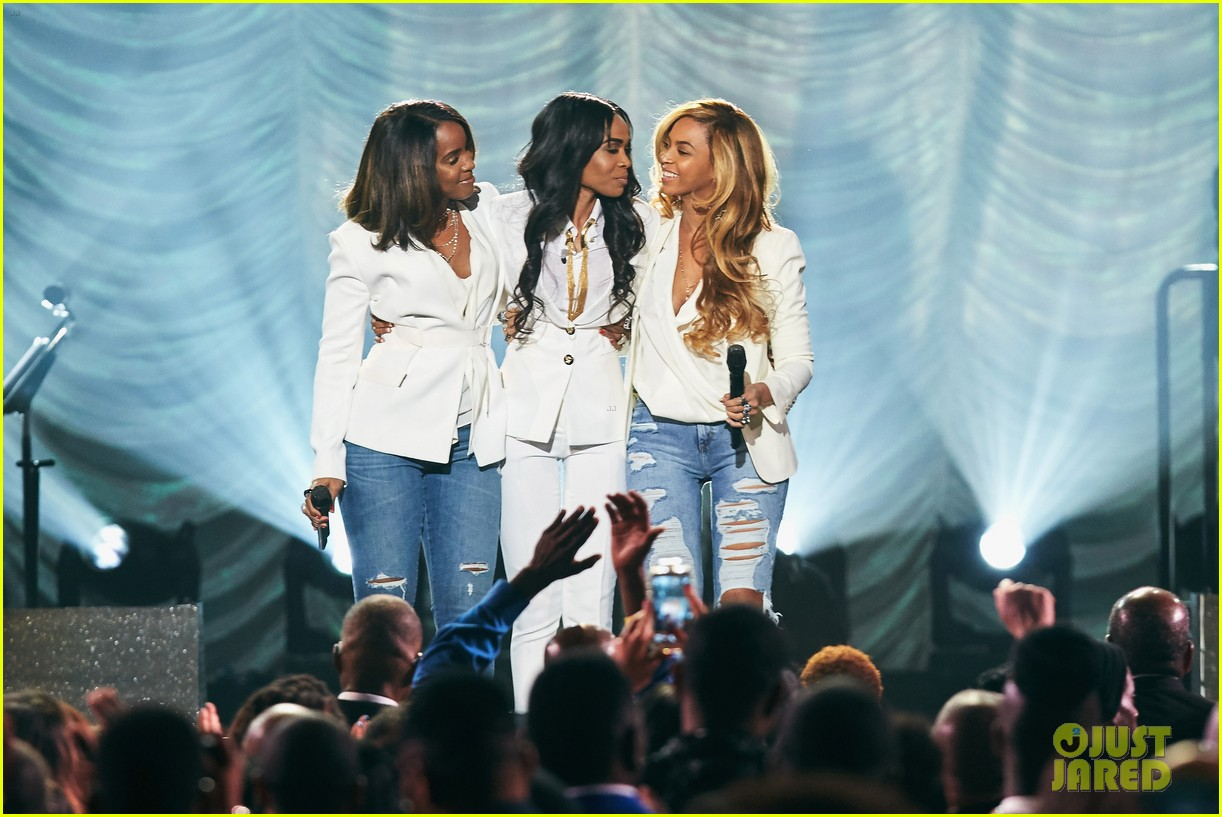 beyonce has a destinys child reunion for say yes 023336876