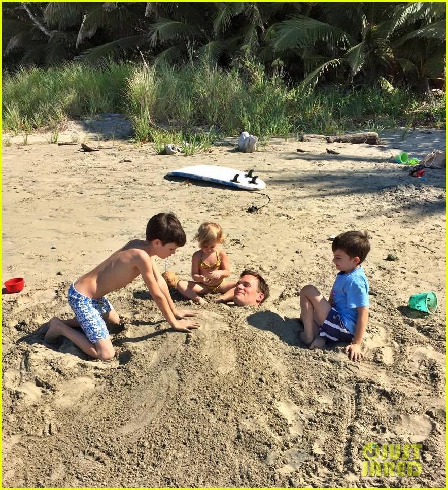 tom brady goes shirtless for costa rica beach stroll 073331838