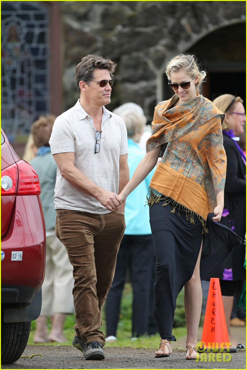 josh brolin girlfriend kathryn boyd hold hands for church date 033329227