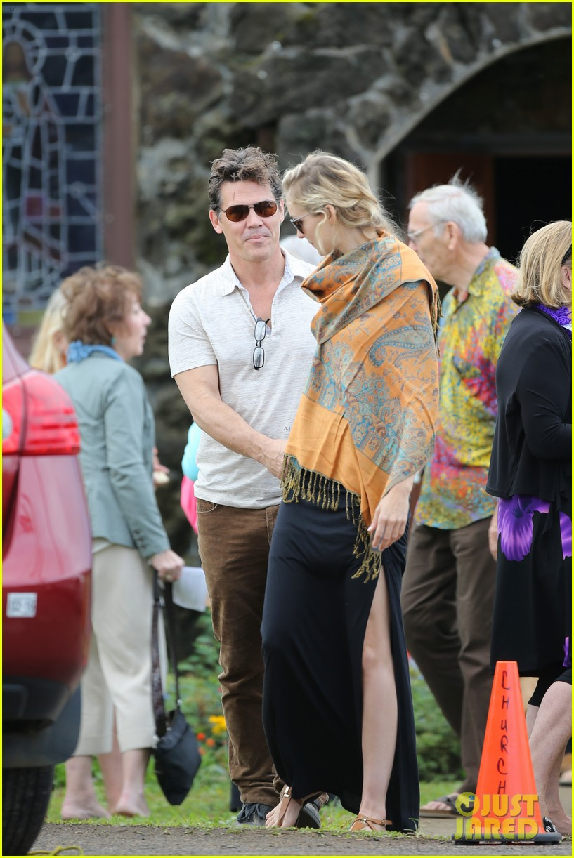 josh brolin girlfriend kathryn boyd hold hands for church date 073329231
