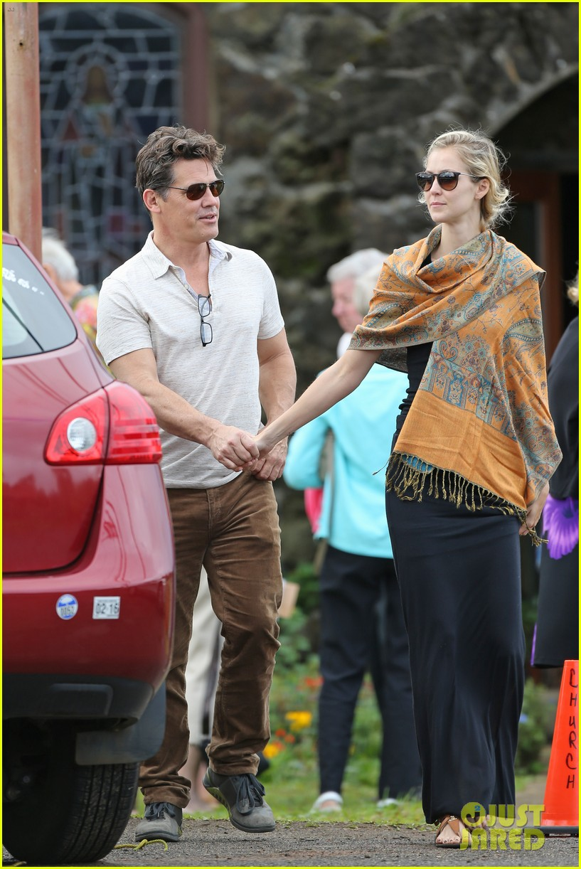 josh brolin girlfriend kathryn boyd hold hands for church date 093329233