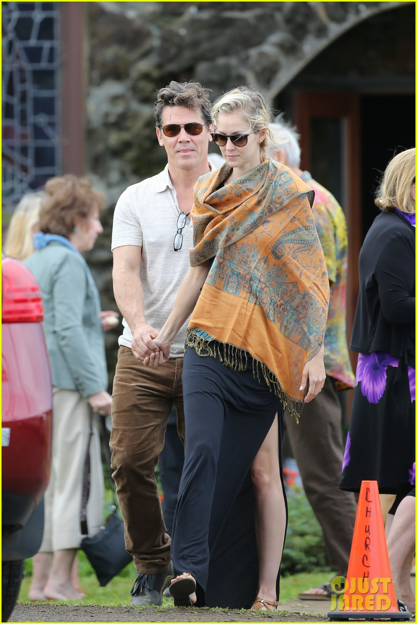 josh brolin girlfriend kathryn boyd hold hands for church date 113329235