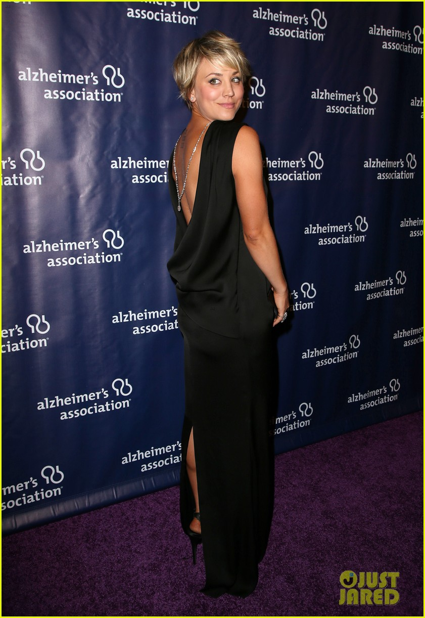 kaley cuoco sister briana big bang theory cast help benefit alzheimers 173329335