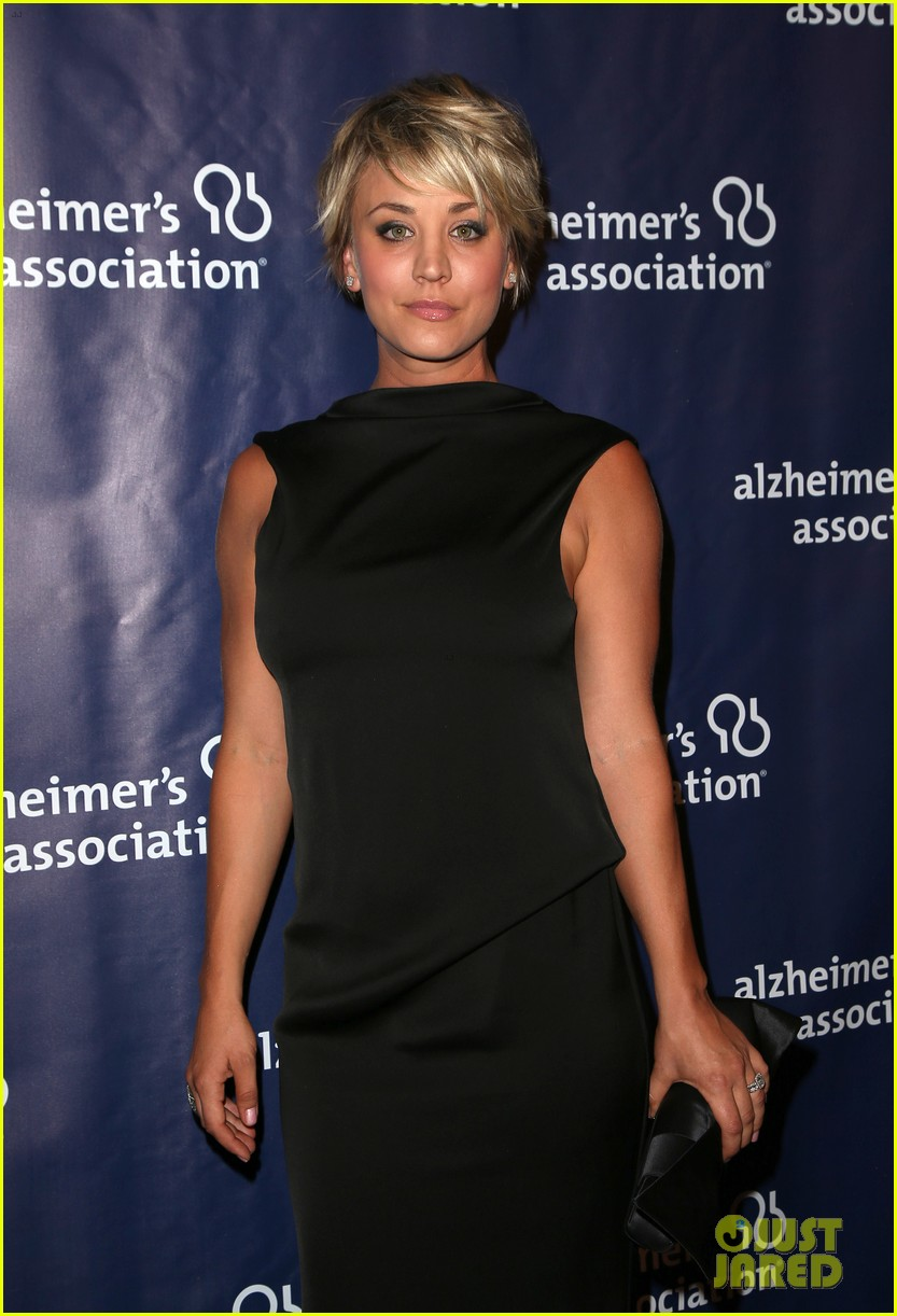 kaley cuoco sister briana big bang theory cast help benefit alzheimers 193329337