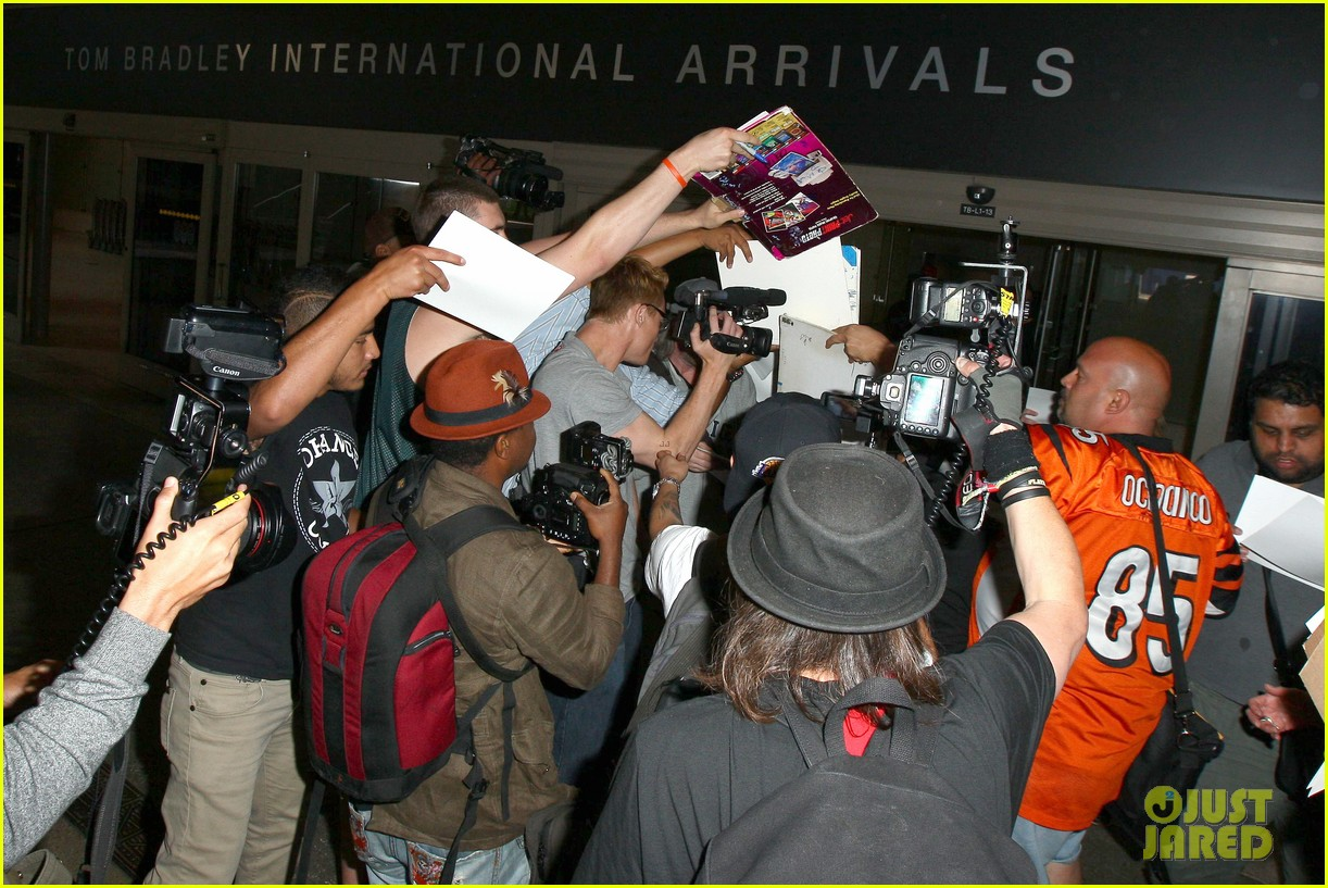Matt Damon Is Fan Friendly While Arriving Back In L A