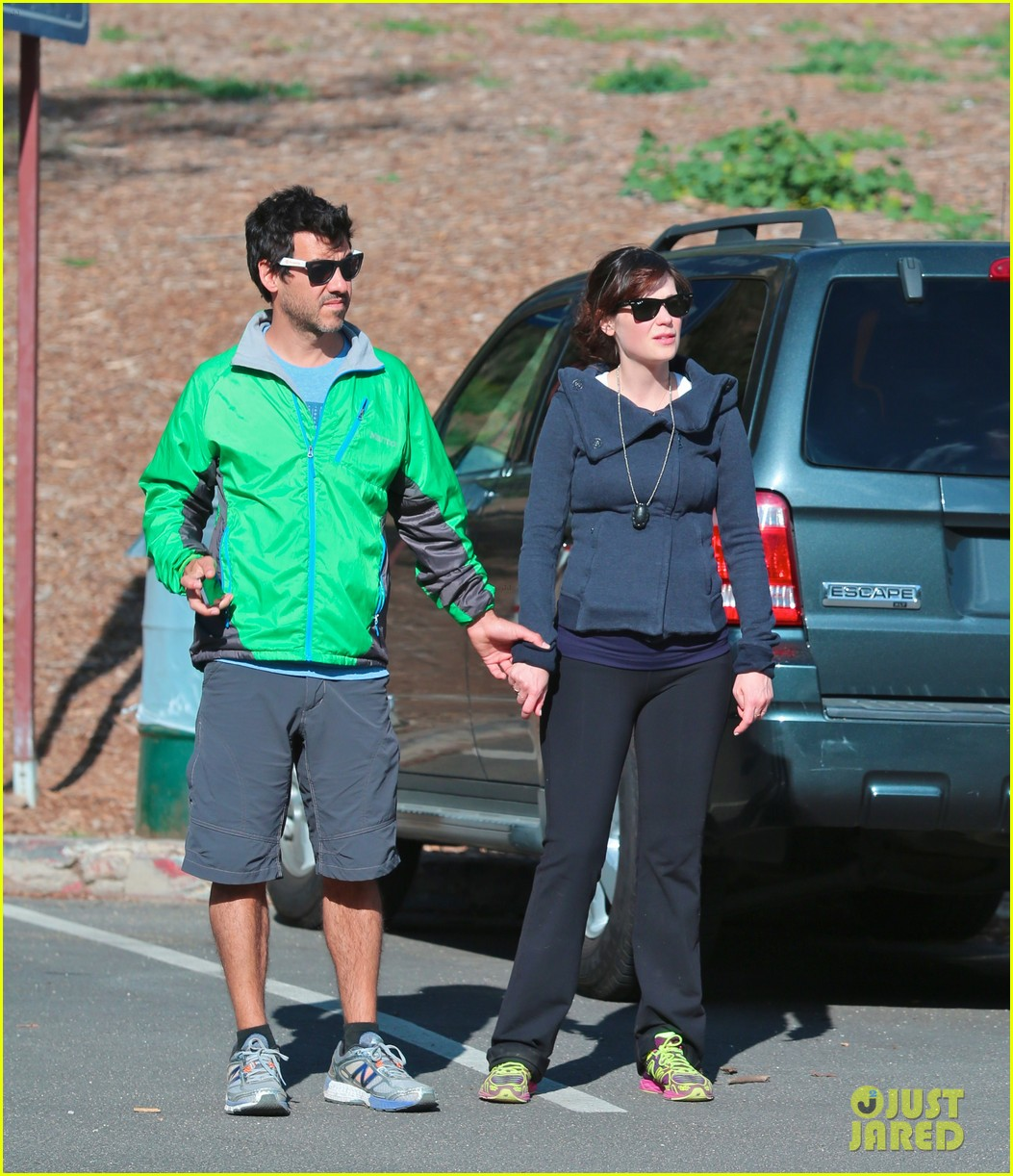 Zooey Deschanel Keeps Her Baby Bump Covered on Hike with ...