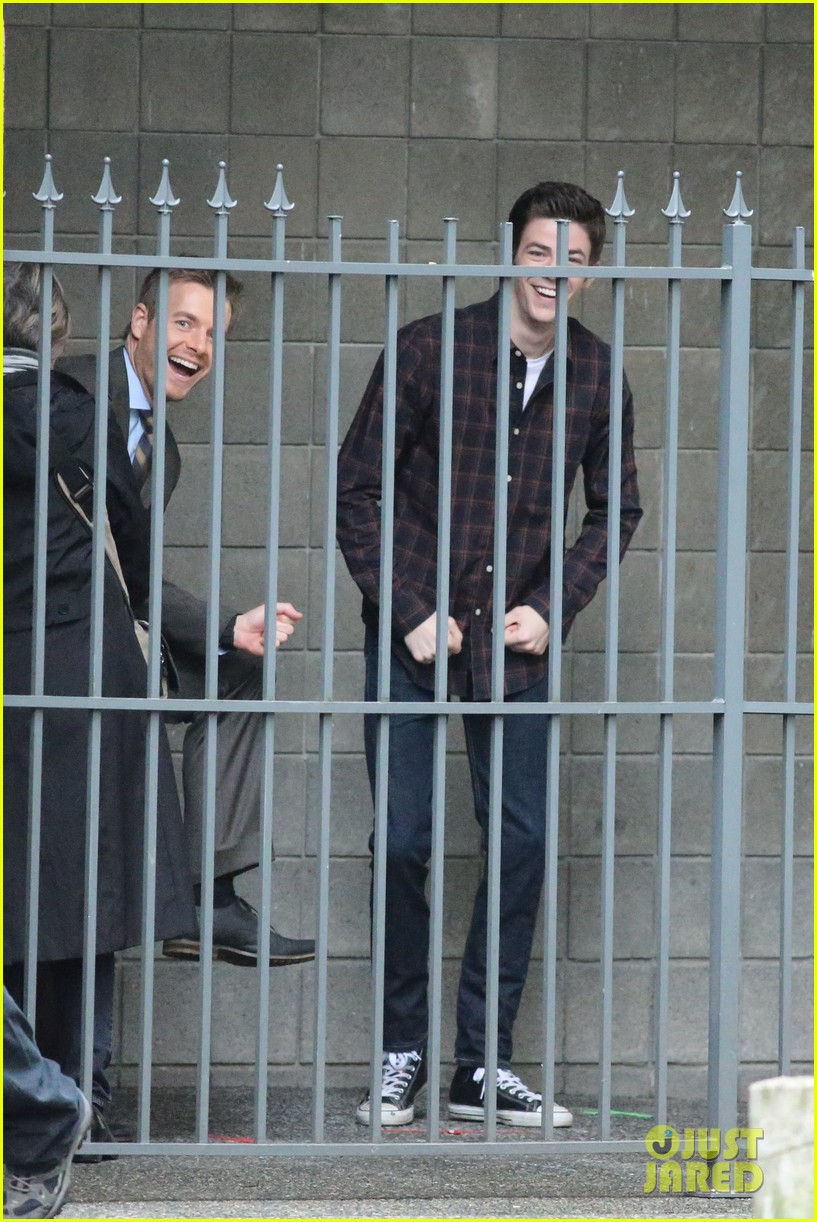grant gustin rick cosnett flash set silly 123324275