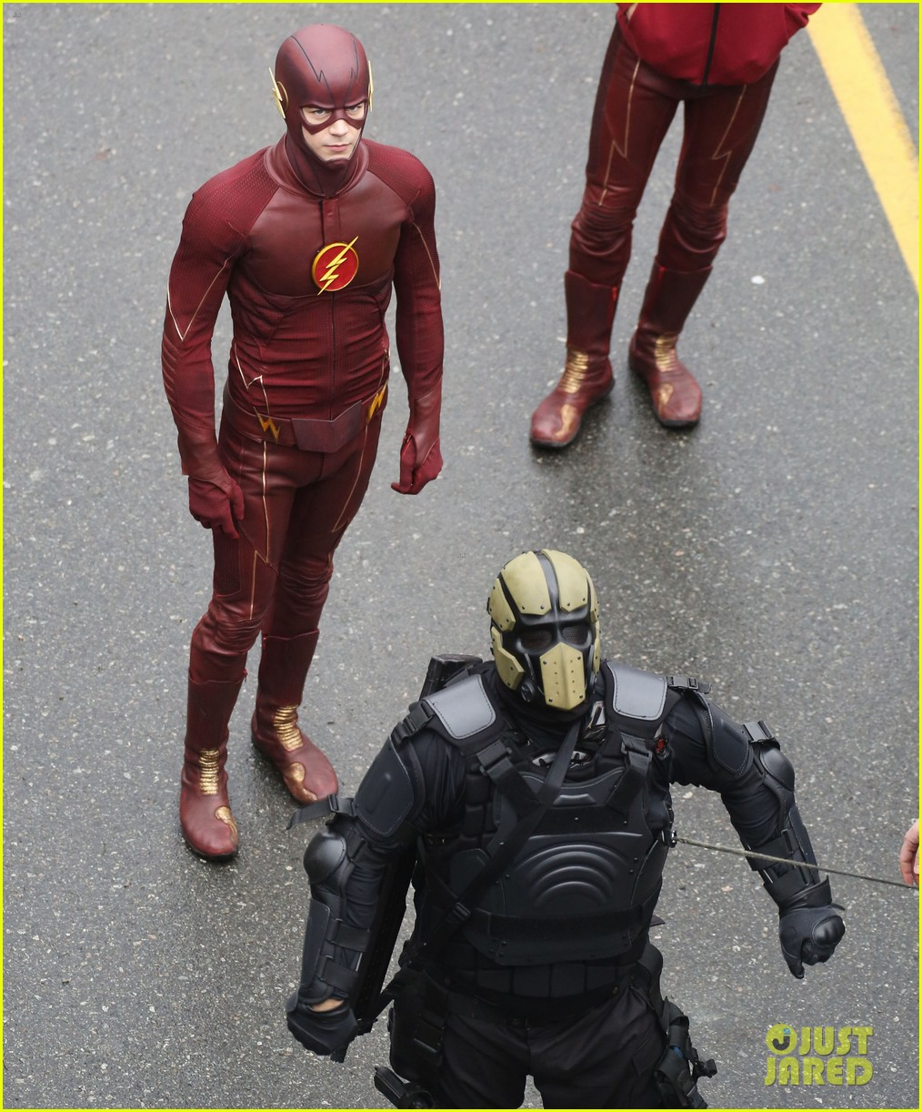 grant gustin rick cosnett flash set silly 163324279