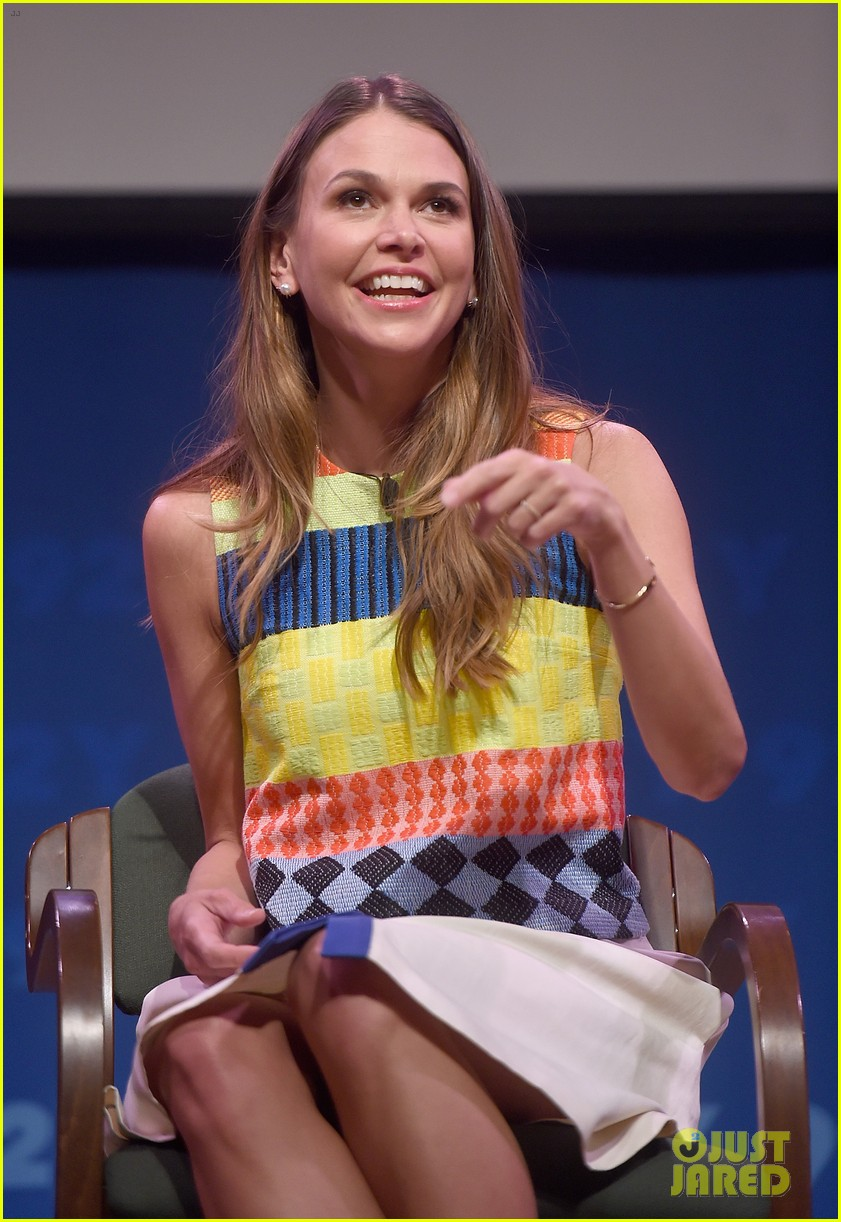 sutton foster says she went crazy town after her divorce 023333120