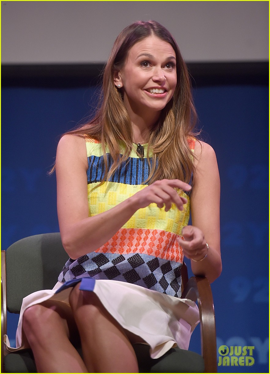 sutton foster says she went crazy town after her divorce 043333122