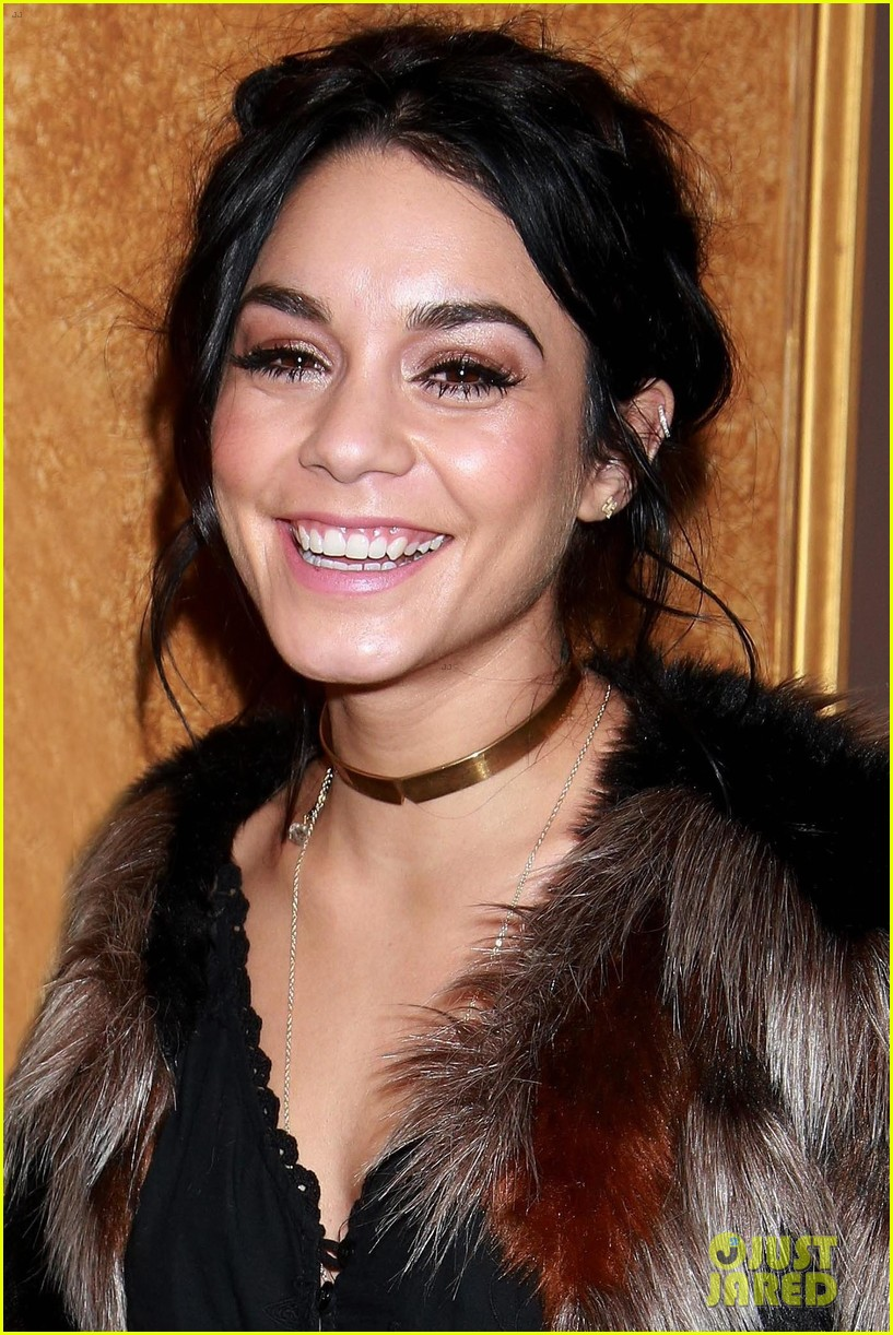 vanessa hudgens annasophia robb enjoy a night on the town 053320996