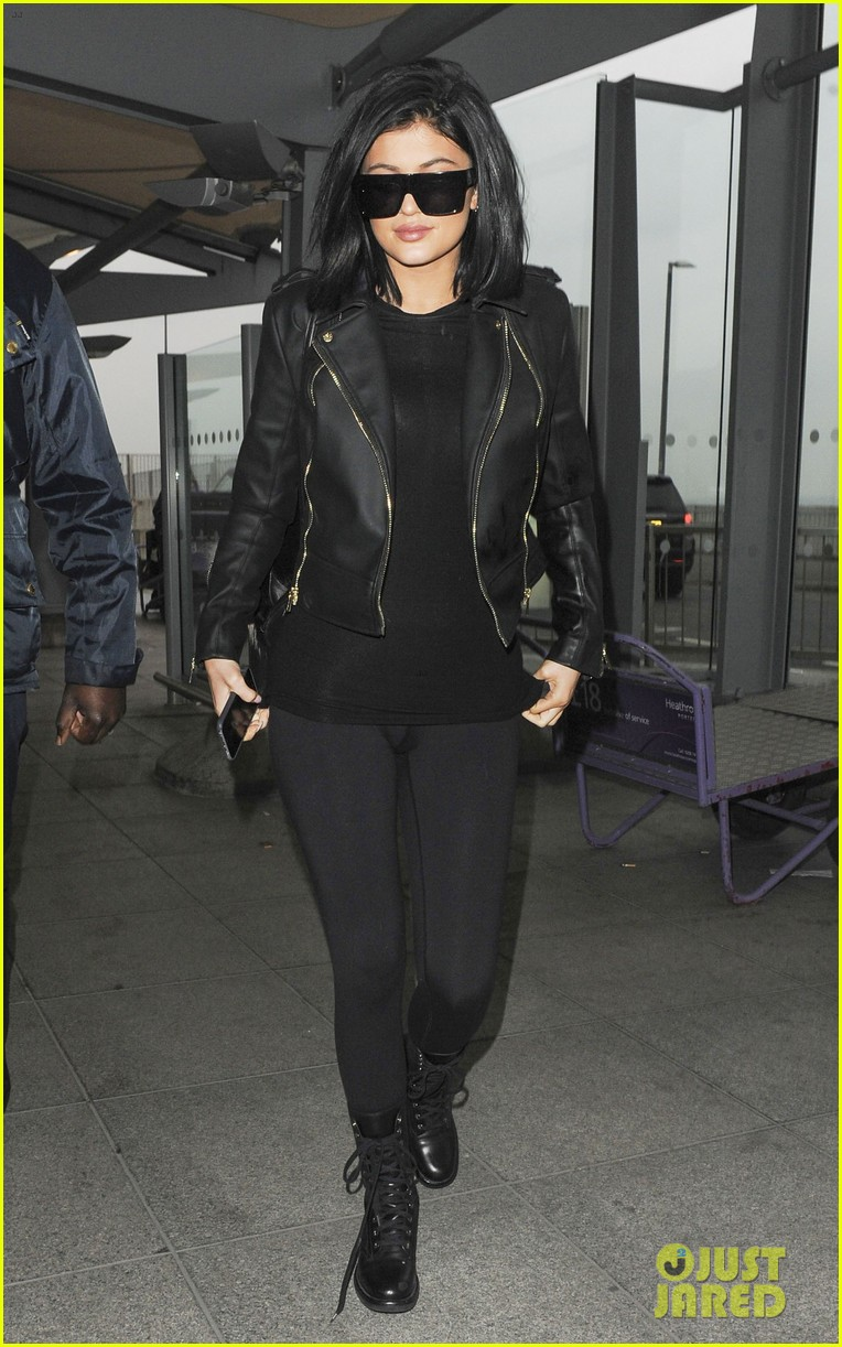 70ad0ba7907 Kylie Jenner Leaves London Ahead of  KUWTK  Premiere  Photo 3326434 ...