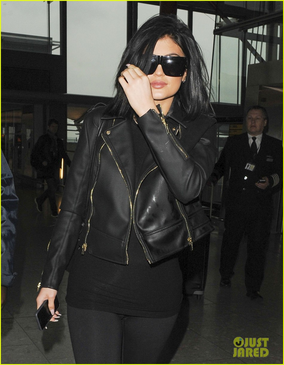 ac93d18b2f6 Kylie Jenner Leaves London Ahead of  KUWTK  Premiere  Photo 3326445 ...