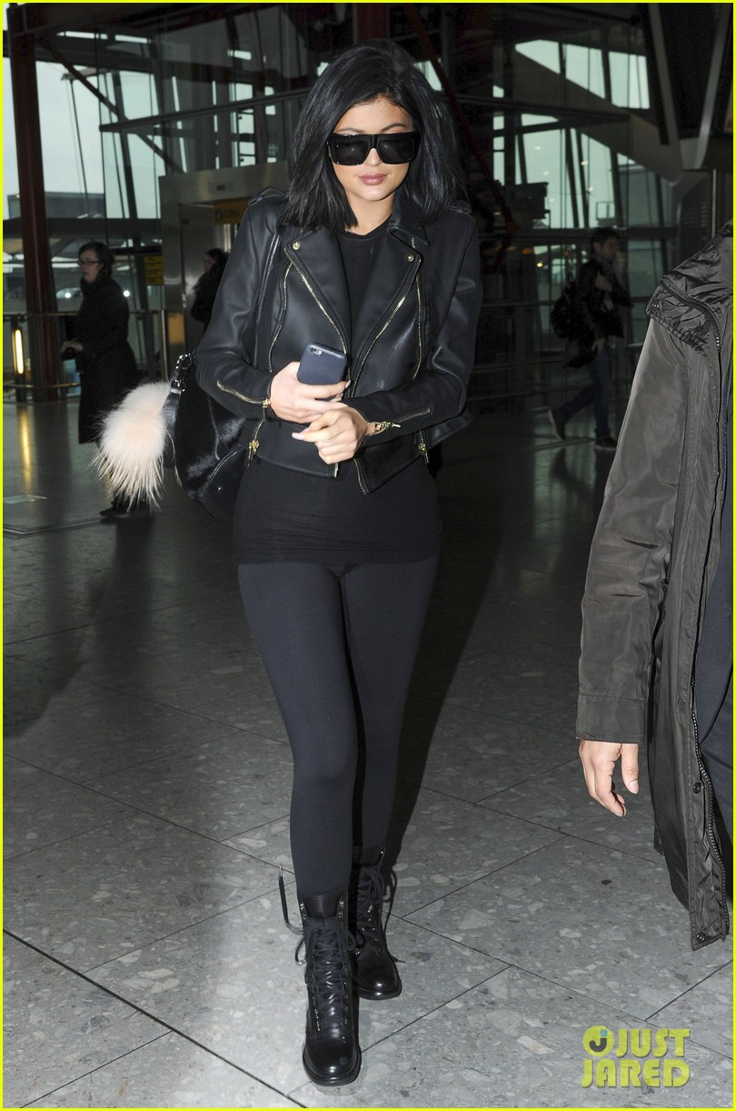 5b0cf33abef Kylie Jenner Leaves London Ahead of  KUWTK  Premiere  Photo 3326457 ...