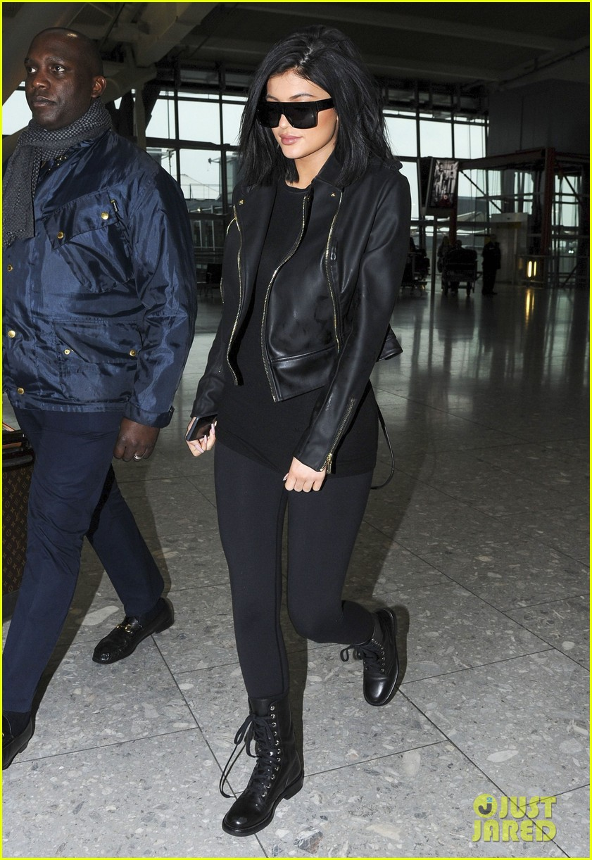 6643c6167f4 Kylie Jenner Leaves London Ahead of  KUWTK  Premiere  Photo 3326460 ...