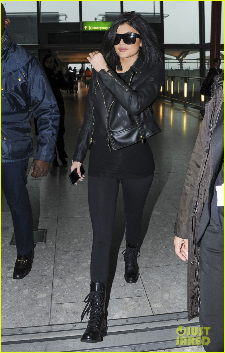1785bde294f Kylie Jenner Leaves London Ahead of  KUWTK  Premiere  Photo 3326462 ...