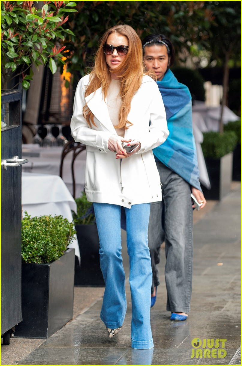 lindsay lohan mom looking for love on millionaire matchmaker 013333616