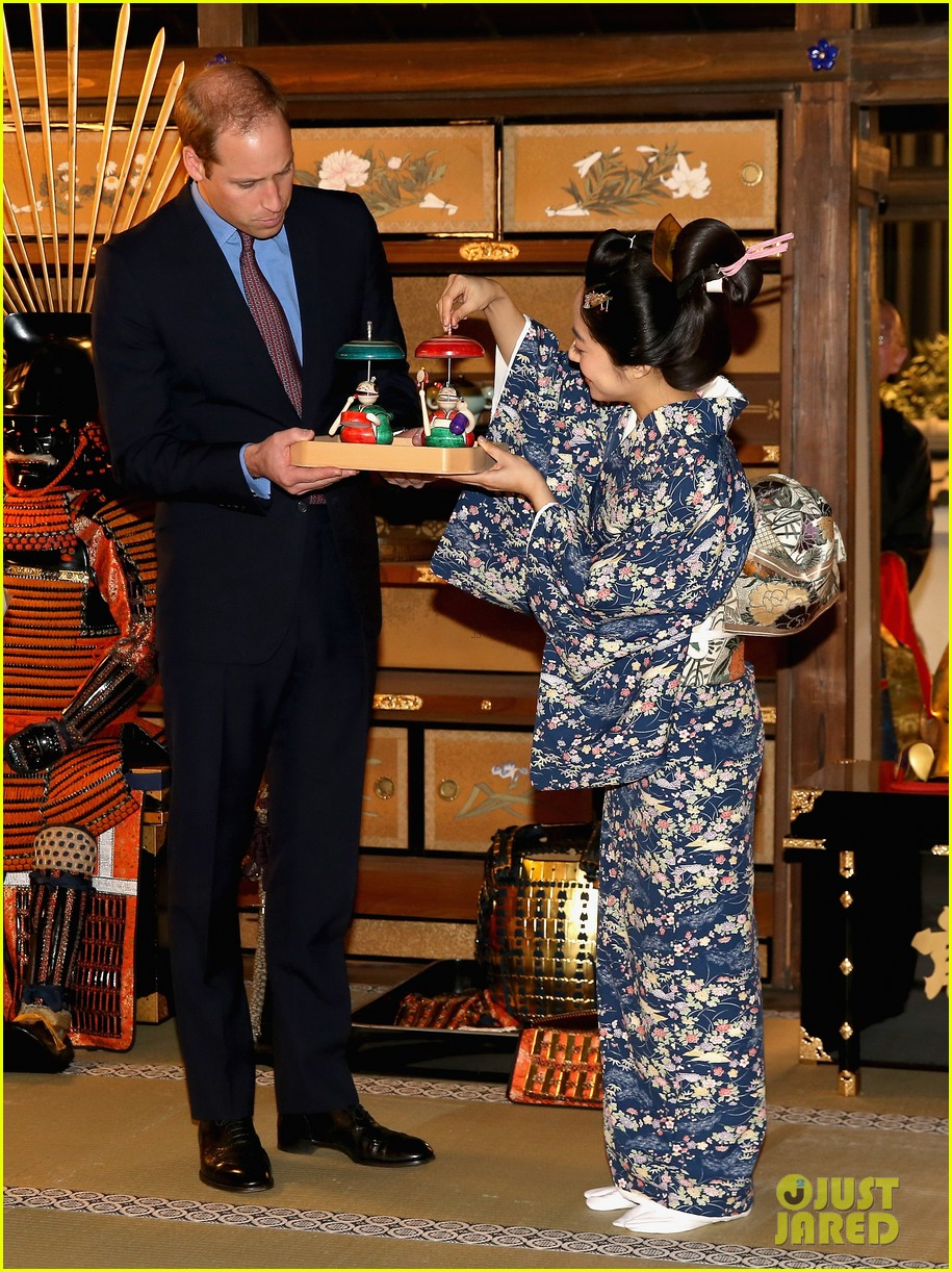prince william continues japan trip 073316598