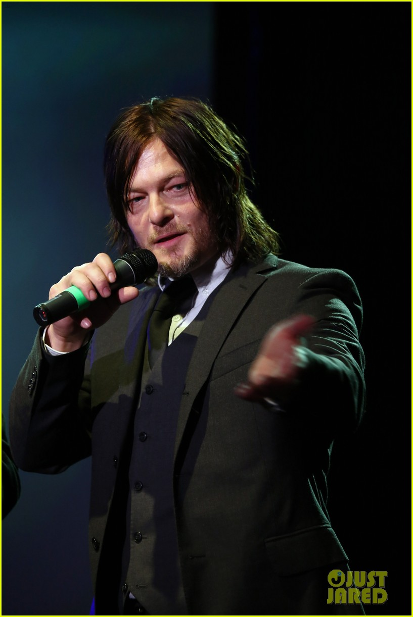 norman reedus celebrates walking dead at amc ad sales event 013332512