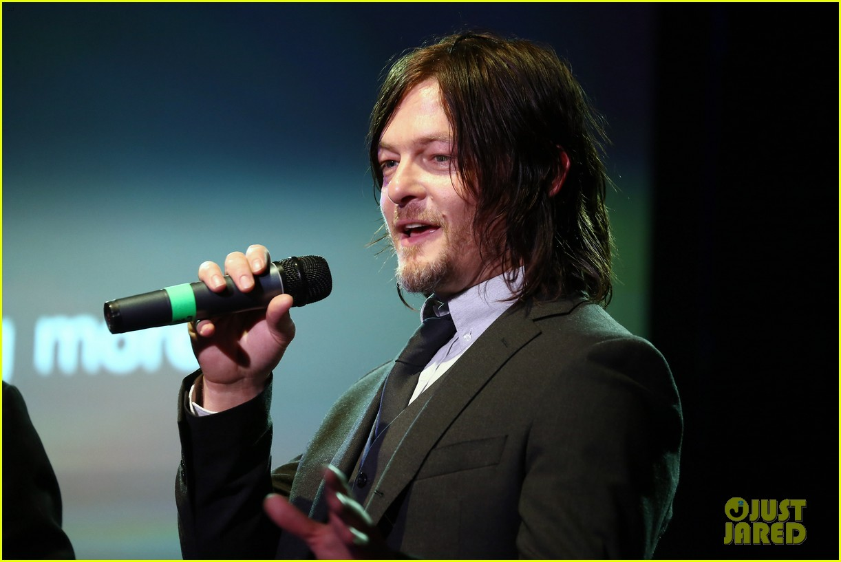 norman reedus celebrates walking dead at amc ad sales event 193332530