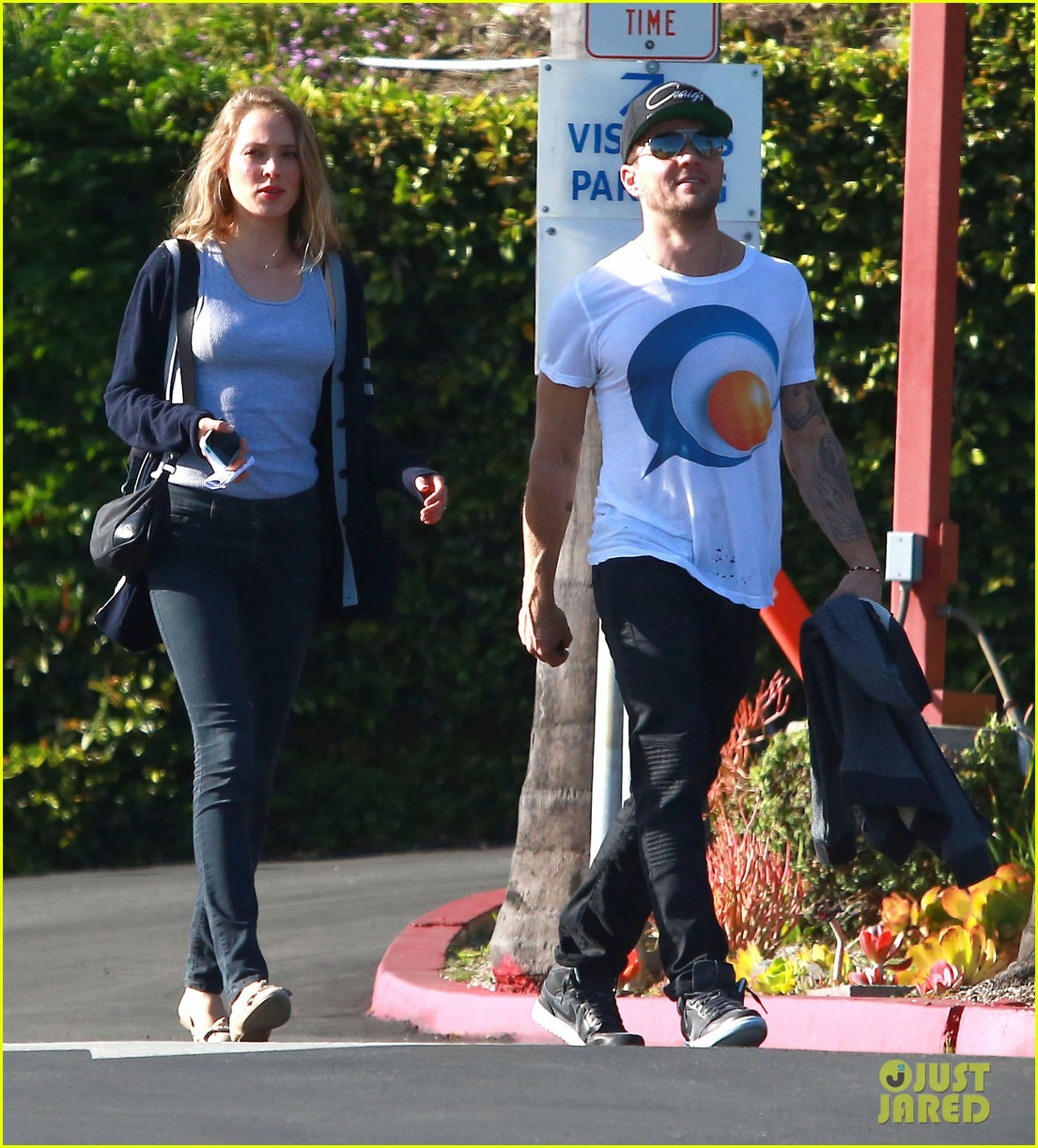 reese witherspoon ryan phillippe reunite for deacon school function 03 Ryan Phillippe