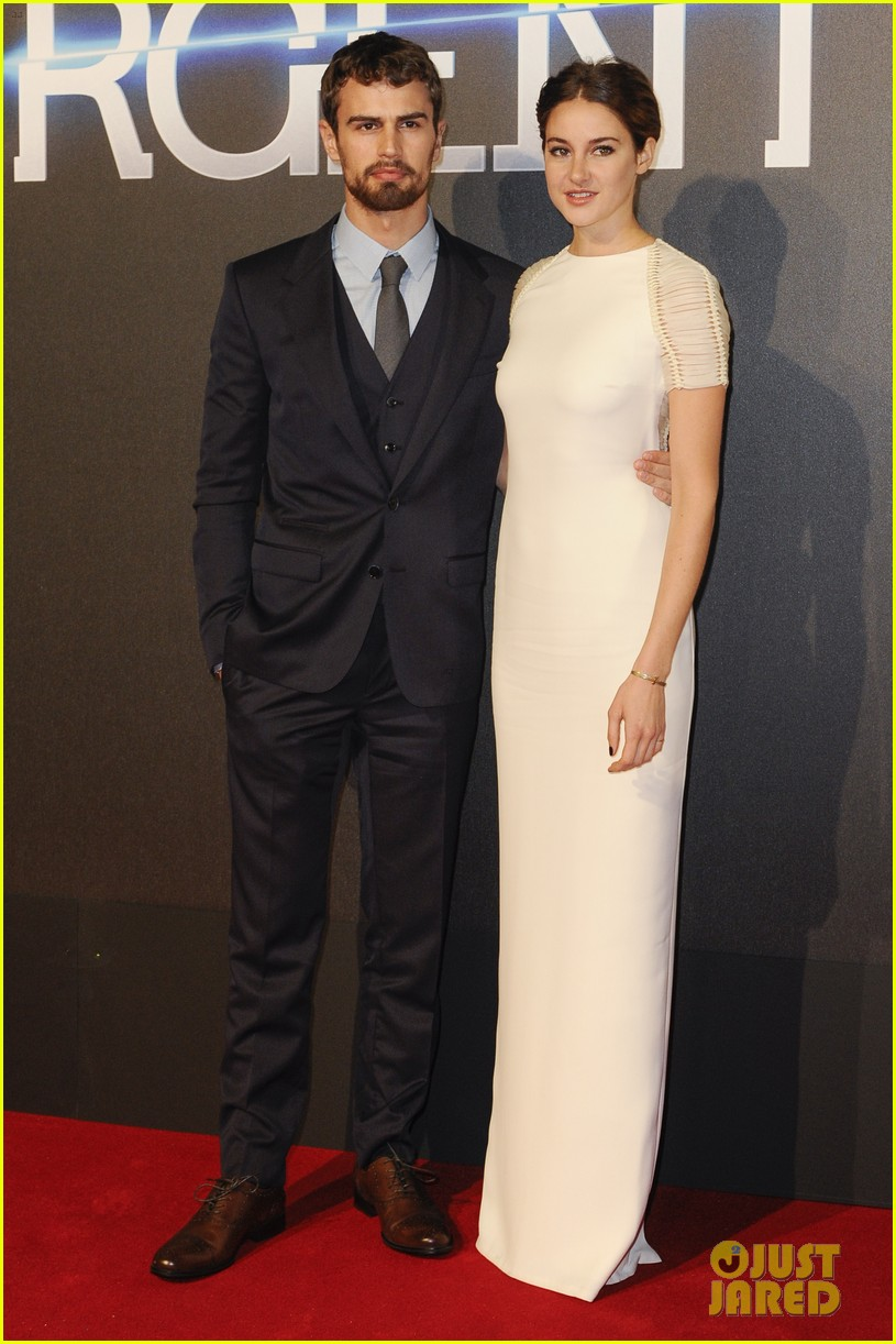 shailene woodley backless at insurgent premiere 013323596