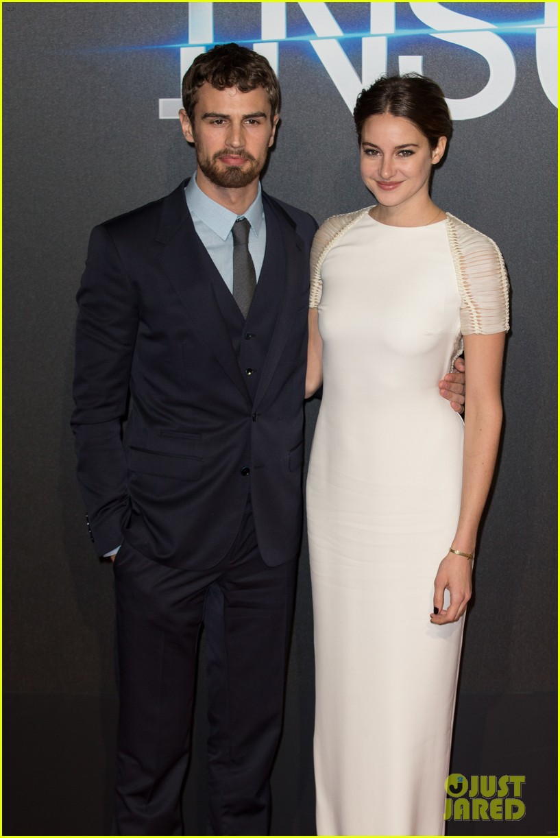 shailene woodley backless at insurgent premiere 043323599