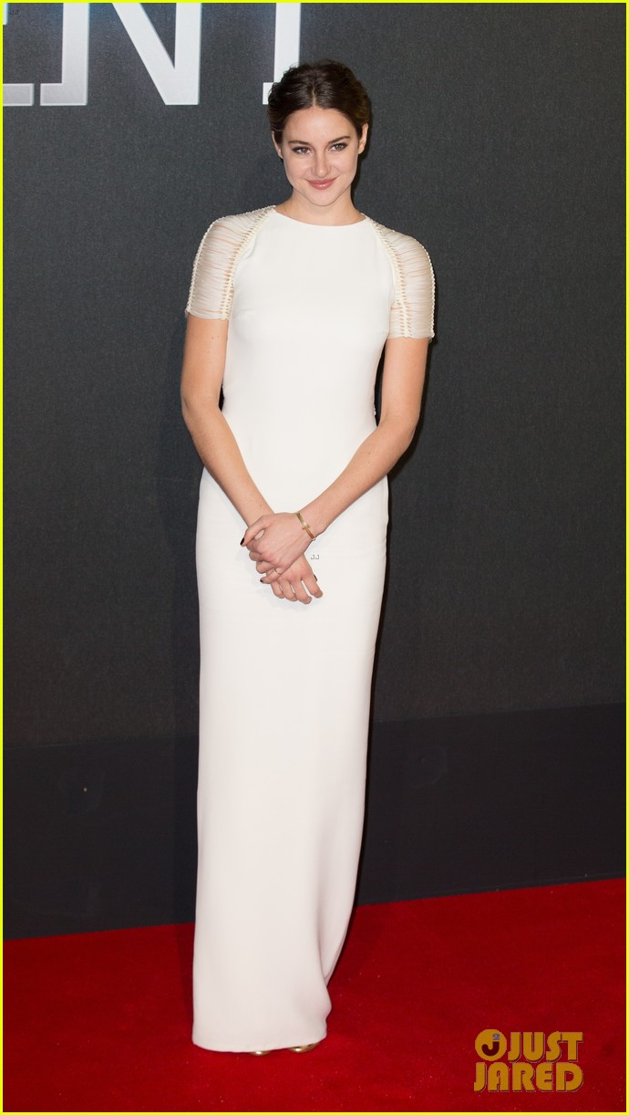 shailene woodley backless at insurgent premiere 073323602