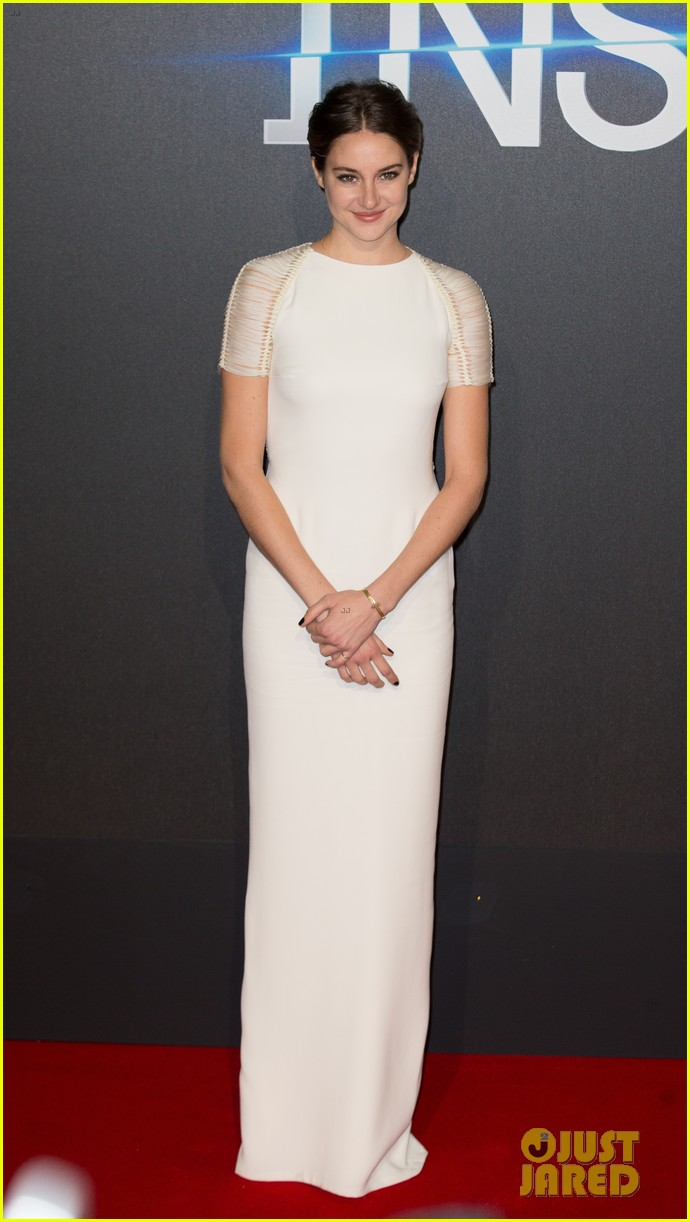 shailene woodley backless at insurgent premiere 083323603