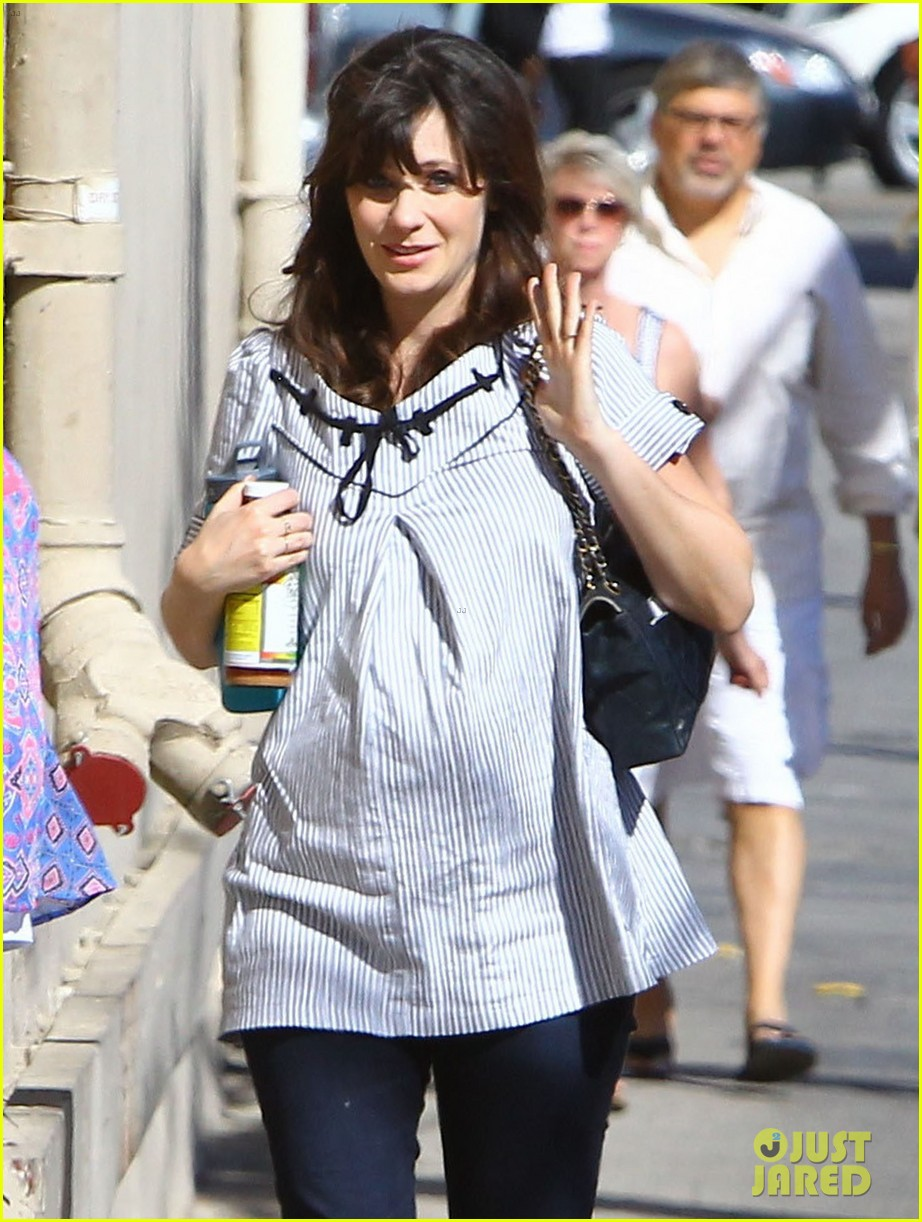 zooey deschanel hide pregnancy new girl 043334360