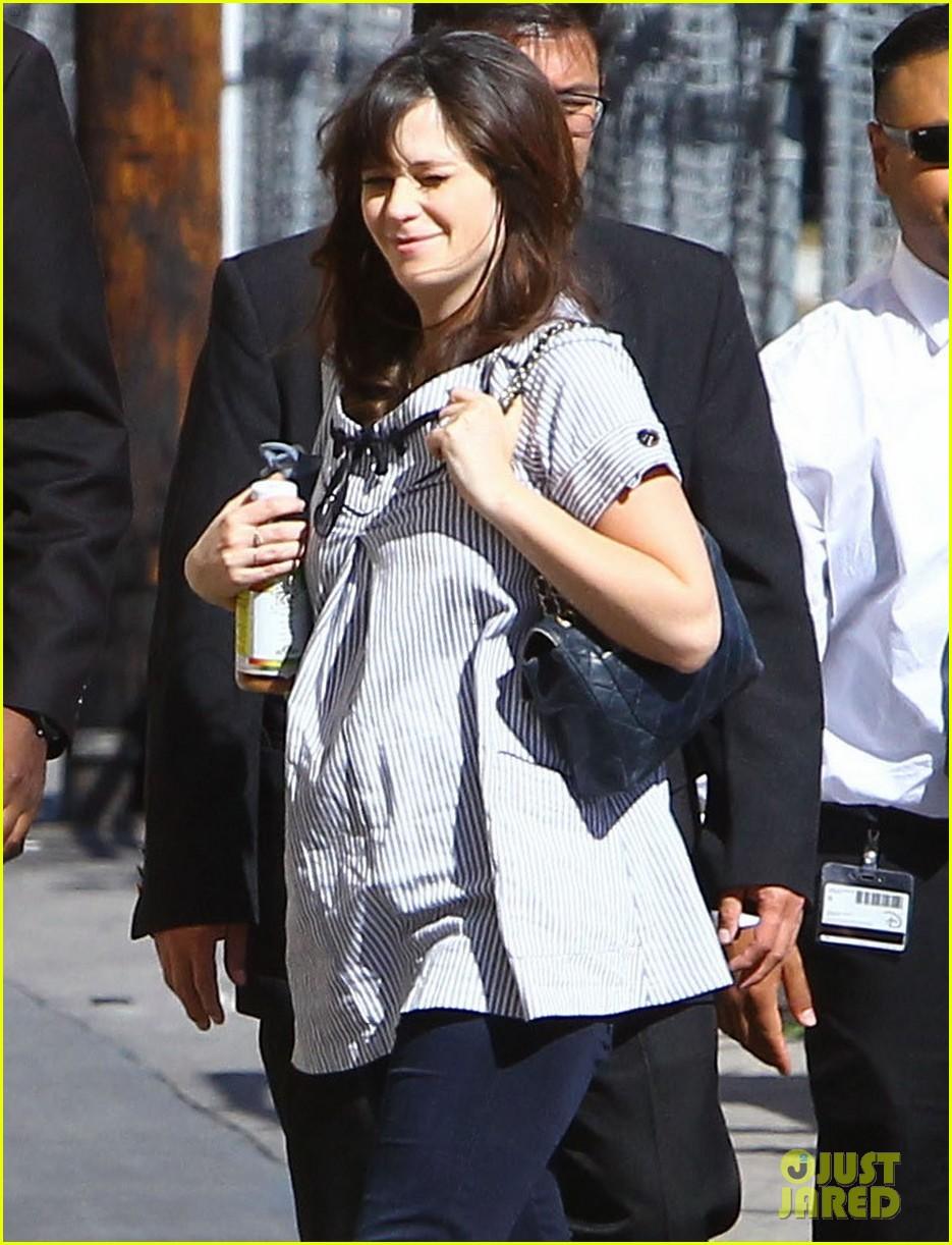 zooey deschanel hide pregnancy new girl 263334382
