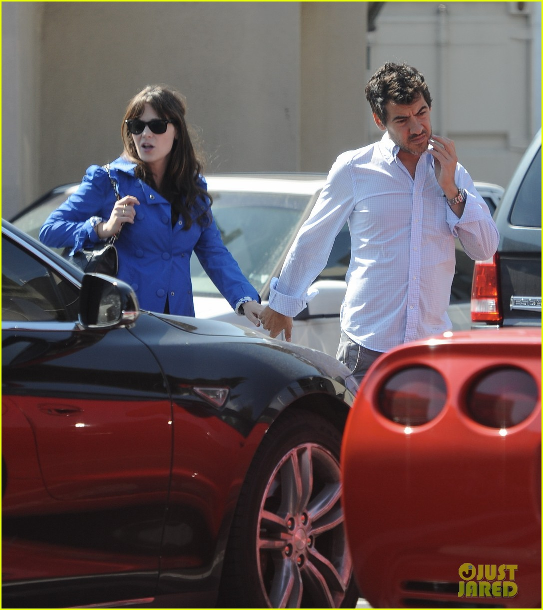 Pregnant Zooey Deschanel Grabs Lunch With Her Fiance ...