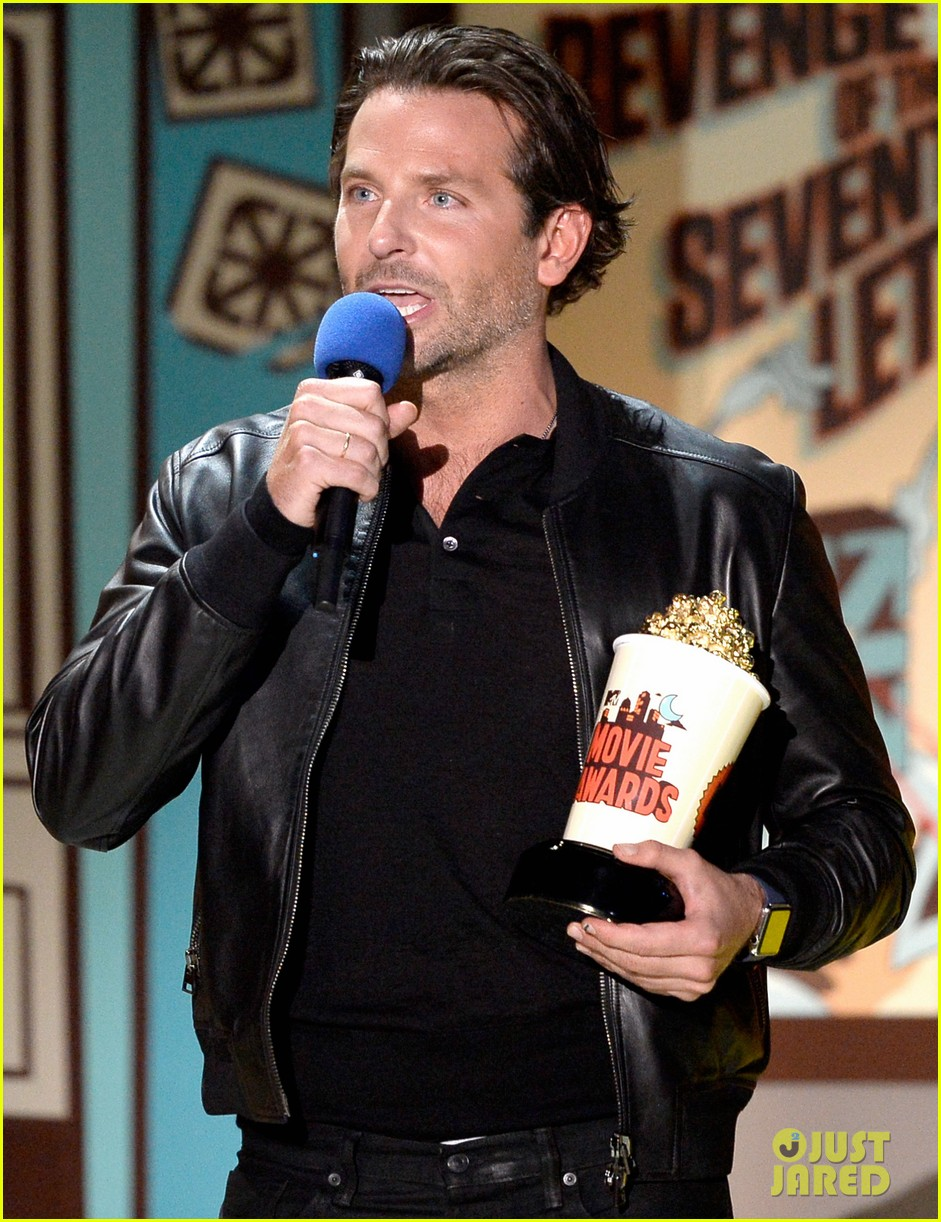 http://cdn01.cdn.justjared.com/wp-content/uploads/2015/04/cooper-mtv/bradley-cooper-mtv-movie-awards-2015-01.jpg