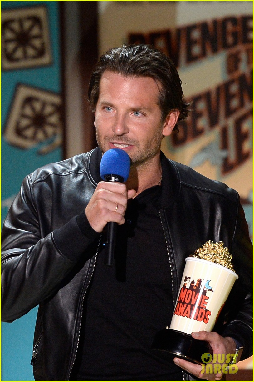 bradley cooper mtv movie awards 2015 023345576