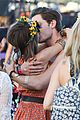 sarah hyland dominic cooper make out at coachella 14