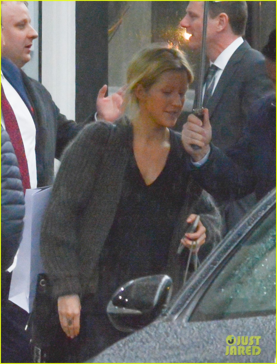 Ellie Goulding Wears Ring On Left Hand After Getting Matching ...