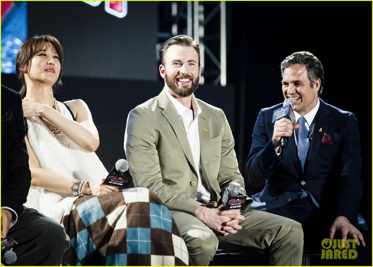 Chris Evans Hemsworth Munch On Doritos For Avengers Age Of Ultron Promo
